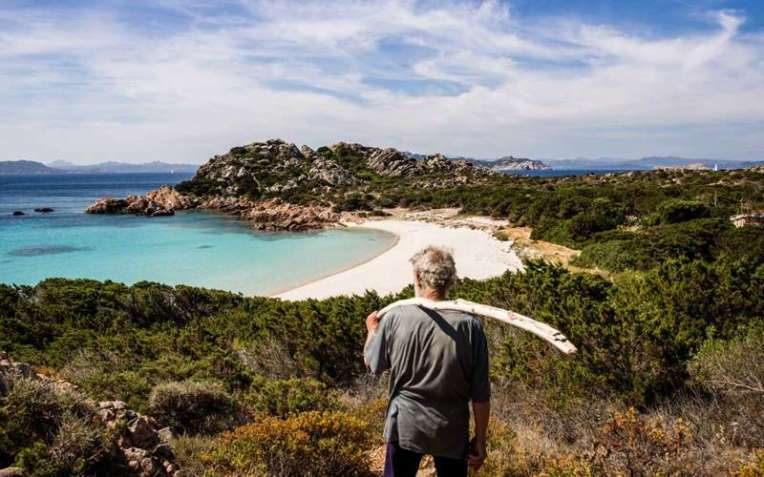 Mauro, alone in a Paradise Island