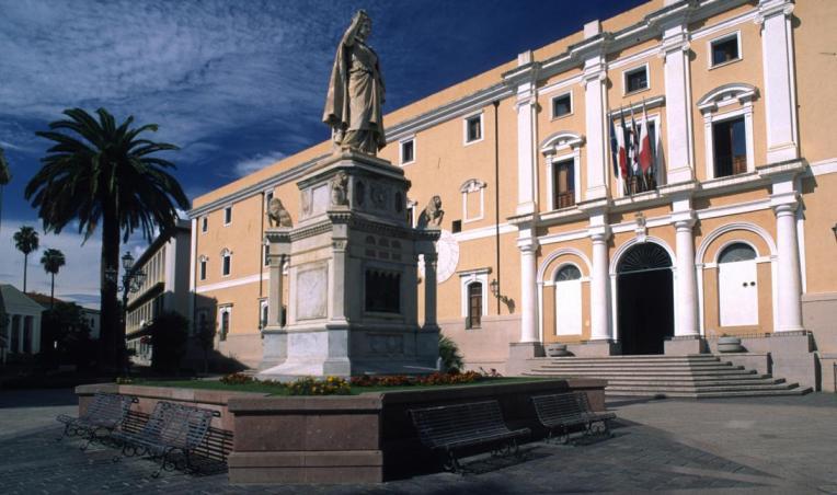 Oristano,_Piazza_Eleonora