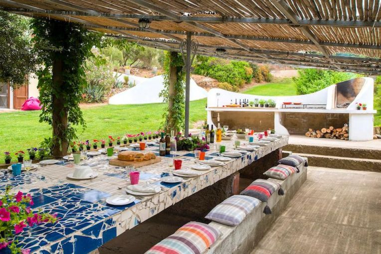 https___blogs-images.forbes.com_joanneshurvell_files_2018_05_Beach-RetreatBarbecue - Copy